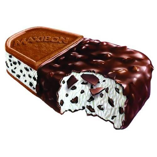 Du gust is megl'che uan: Maxibon! Gelato alla vaniglia con pezzettini di cioccolato diviso in due: da un parte un goloso rivestimento di cacao e dall'altra morbido biscotto.