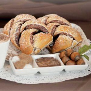 Sfoglia intrecciata con farcitura di goloso cioccolato e crema di nocciole.