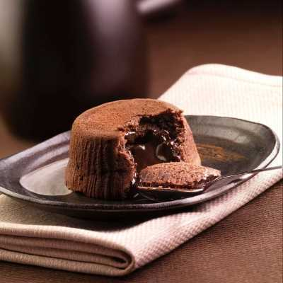 Soufflé con cuore di cioccolato fuso