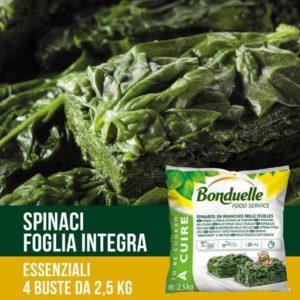 Spinaci in foglia preparati da foglie verdi e giovani.