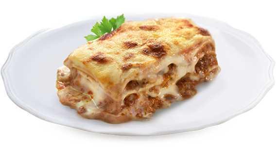 Lasagne alla bolognese con ragù di carne bovina e besciamella.
