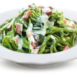 Tagliolini verdi con panna e speck.
