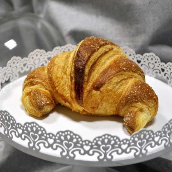 Croissant di sfoglia con farcitura di albicocca