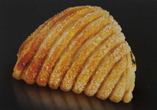 Sfoglia artigianale con farcitura di crema al gianduia