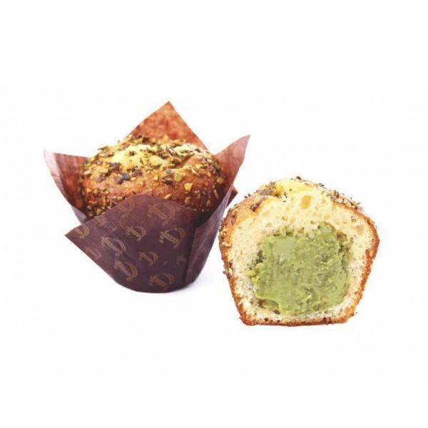Il sofficissimo impasto dei nostri muffin racchiude un segreto di sfiziosa crema al pistacchio. Il tutto guarnito da croccanti semi di zucca caramellati. Un'incontro imperdibile di contrasti.