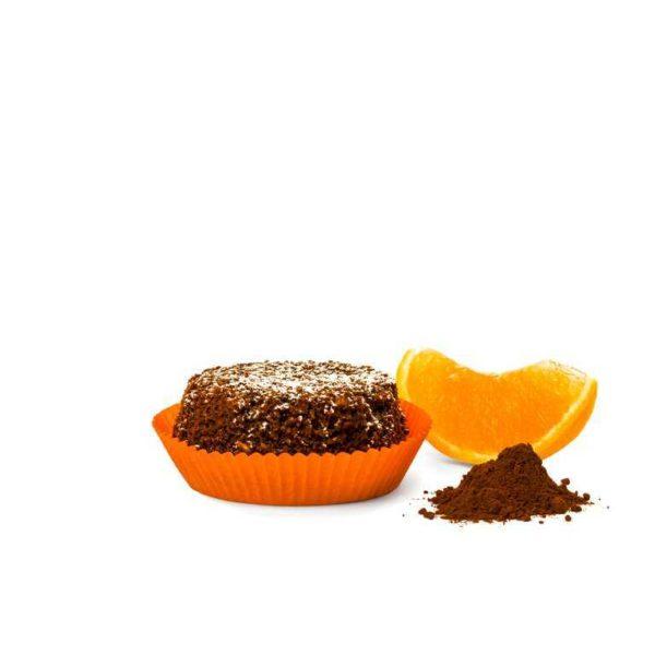 Tortino con ricetta vegan e impasto di cioccolato e farcitura d'arancia.