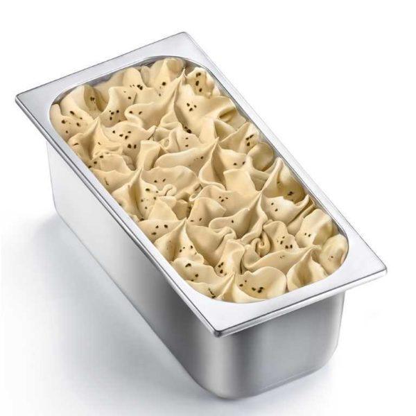 Una gustosa granella di biscotto al cioccolato all'interno di un cremoso gelato alla vaniglia gialla