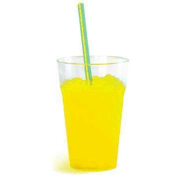Granita al gusto di limone in bicchiere. Senza glutine
