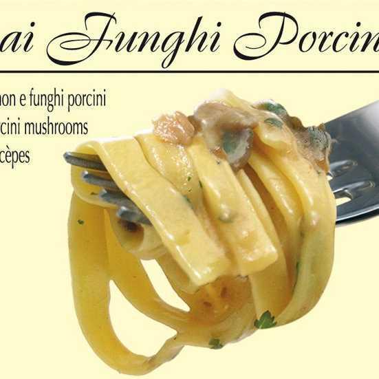 Pasta fresca con sugo ai funghi Champignon e Porcini.
