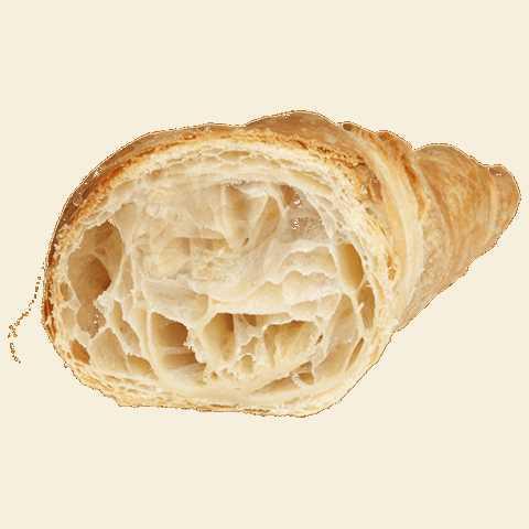 Pasta lievitata a forma di cornetto classico curvo decorato con zucchero semolato