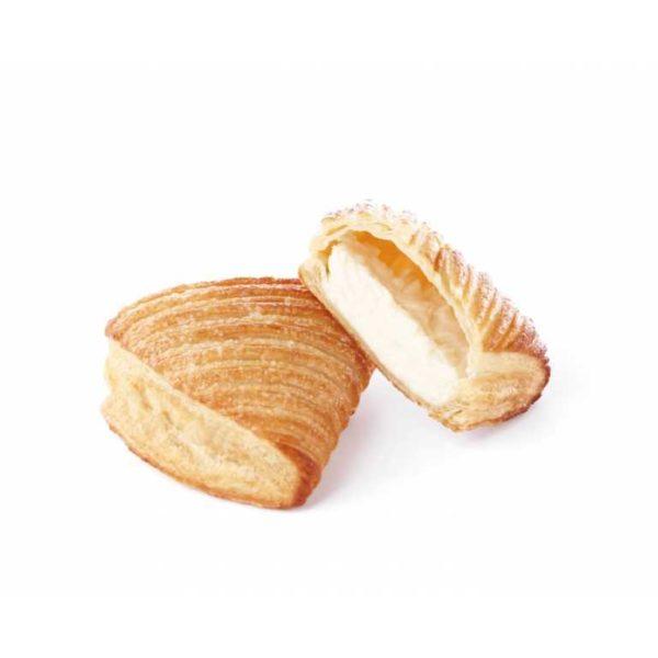 Una leggera e croccate sfoglia farcita con una delicata crema panna e latte dalla forma di conchiglia.