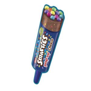 Stecco di gelato al cioccolato con Smarties. Ideale per bambini.