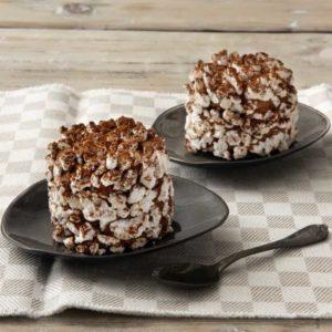 Meringa farcita con crema al cioccolato fondente