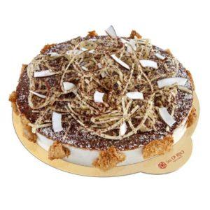 Pan di spagna al cacao imbevuto al rhum invecchiato e farcito con crema bavarese alla noce di cocco