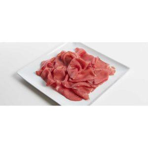 Salume tipico della provincia di Trento ottenuto da fesa di bovino adulto. Peso variabile