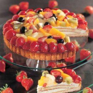 Pasta frolla con crema pasticcera e frutta di stagione e sciroppata