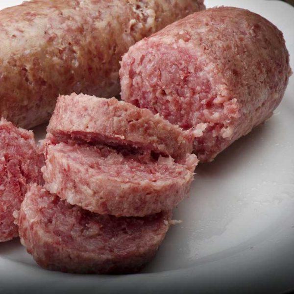 Preparato seguendo la ricetta modenese e con carni selezionate. Il colore della fetta si presenta roseo tendente al rosso non uniforme