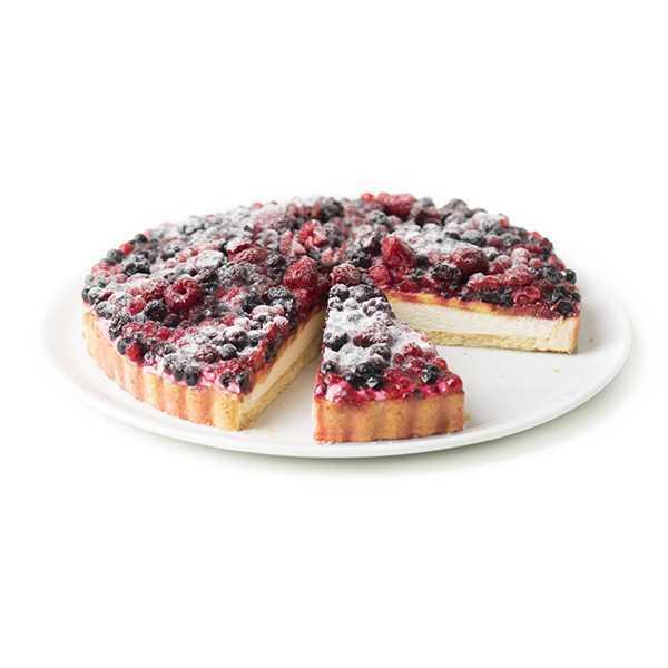 La Crostata ai Frutti di Bosco è un dolce a base di pasta frolla e pan di spagna farciti con crema chantilly