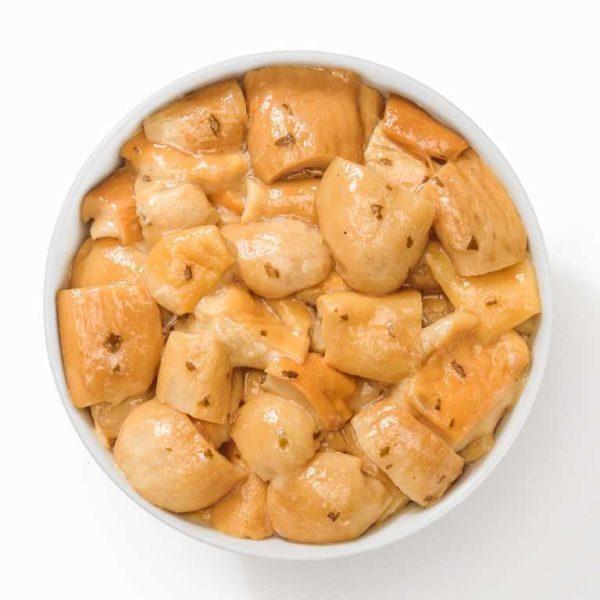 Funghi porcini selezionati e preparati con olio e piante aromatiche. Indicati per farcire pizze