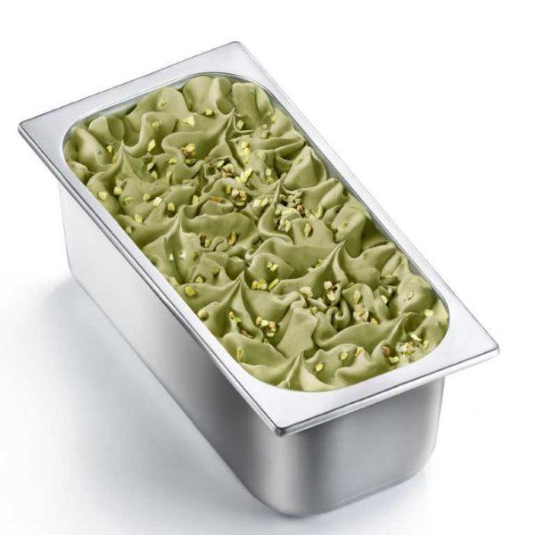 Vaschetta di gelato mantecato al gusto di pistacchio. Vaschetta grande
