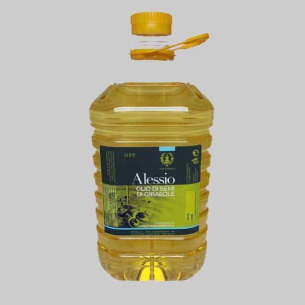 Olio estratto dai semi del girasole in flaconi PET.