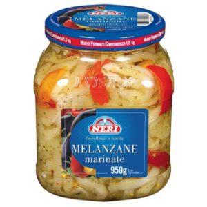 Melanzane a fette marinate in vaso di vetro.