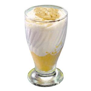 Gelato al limone in bicchieri di vetro.