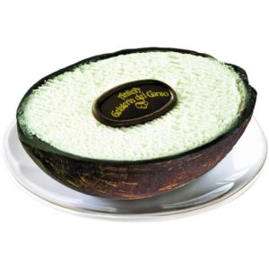 Quale miglior modo di gustare un cremoso gelato al cocco se non nel suo stesso guscio? Dopo essere stato attentamente selezionato