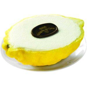 Quale miglior modo di gustare un rinfrescante sorbetto al limone se non nella sua stessa scorza? Dopo essere stato attentamente selezionato
