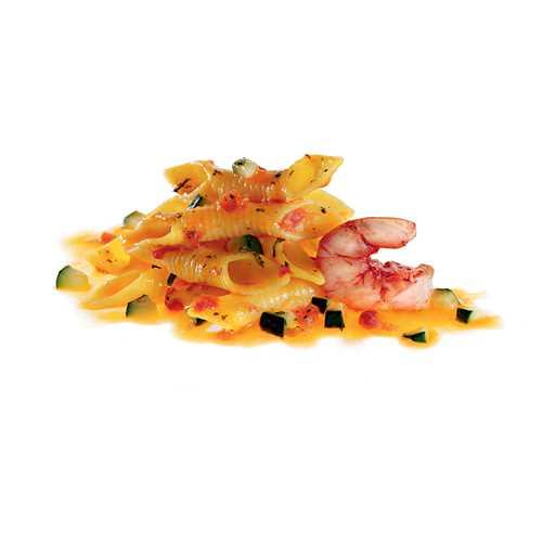 Garganelli di semola di grano duro con gamberetti e zucchine.