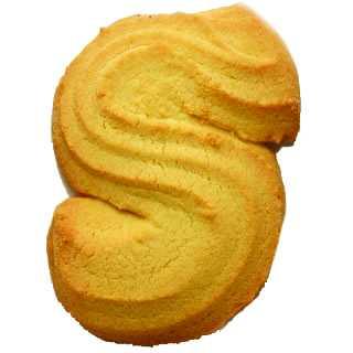 Biscotti di pastafrolla con la classica forma di S.