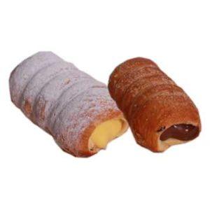 Cannoli maxi assortiti preparati con pasta sfoglia tutto burro e farciti con crema di nocciole e crema alla vaniglia.