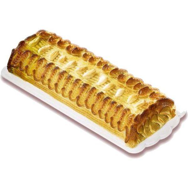 Trancio composto da pan di Spagna imbevuto di liquore e farcito con crema pasticcera e pasta di mandorle.
