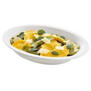 Tortelli mezzaluna con ripieno di ricotta e spinaci e condimento burro e salvia.
