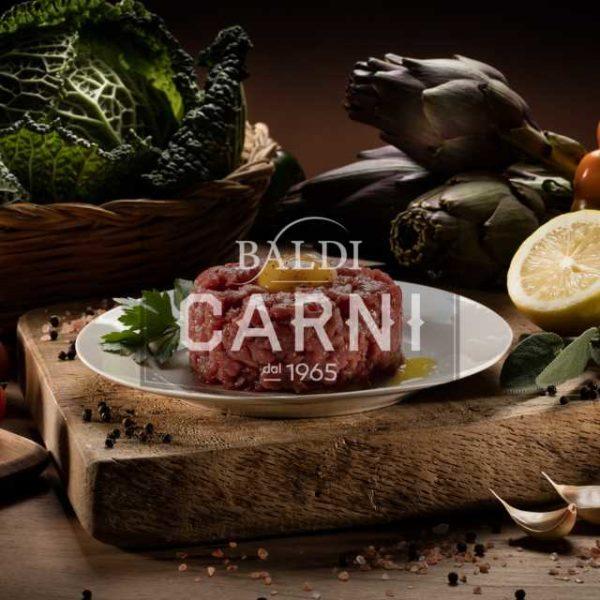 Tartare di bovino da servire cruda.