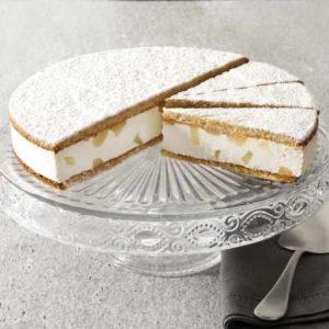 Biscotto alla nocciola farcito con crema alla ricotta e pere. Versione pretagliata in 12 porzioni.