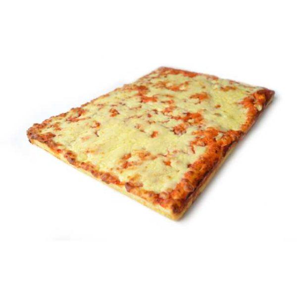Trancio di classica pizza Margherita rettangolare. Dimensioni: 38x29cm.