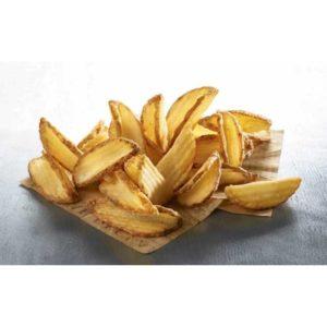 """Patate salate dal taglio ondulato a """"V"""" con buccia e rivestimento croccante."""