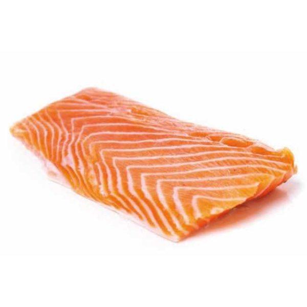 Porzioni di salmone con pelle. Taglia: 90/120